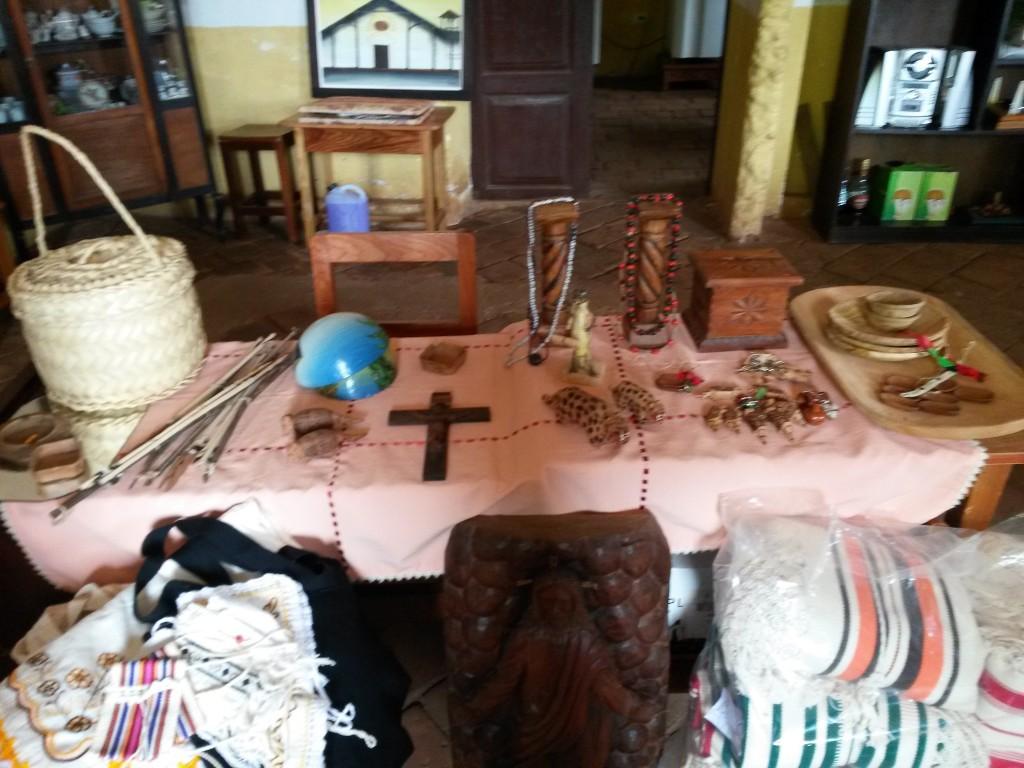 La posada en que habité también contaba con una pequeña tienda de artesanías, compré algunos pequeños recuerdos de ese lugar