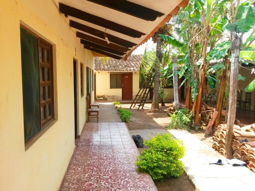 Mi alojamiento lucía así. . .era un lugar muy lindo, mas el sol la calor y humedad le quitaban gran parte de ese atractivo