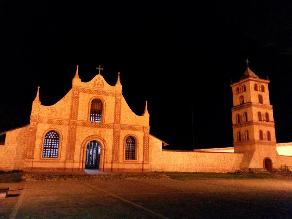 Vistas nocturnas de mi primer destino, la iglesia de  San José de Chiquitos.