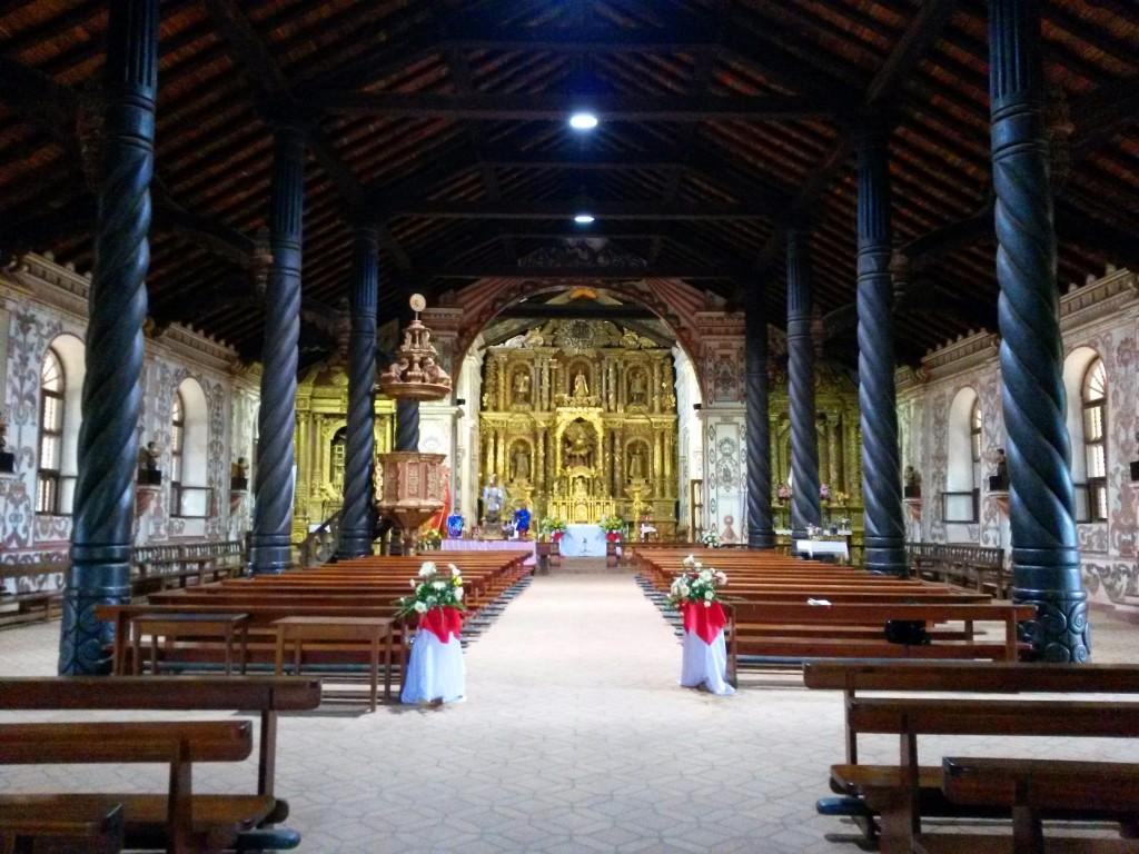 """El retablo de esta iglesia fue  la que más me cautivó, todo era recubierto de """"pan de oro"""" IMPRESIONANTE!!"""