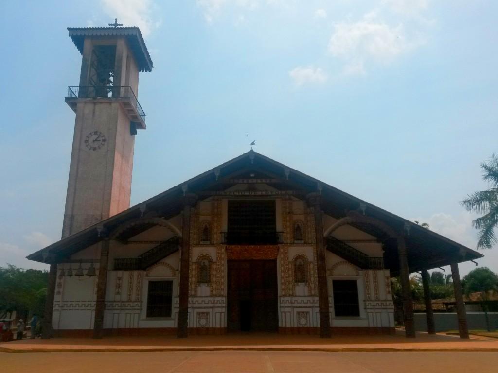 El templo de San Ignacio de Velasco era el más grande hasta ese momento, después descubrí que por las muchas reconstrucciones que tuvo, no llegó a ser nombrada parte del Patrimonio de entre las demás iglesias de la Chiquitanía.